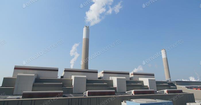 Industrielle Fabrik Schornstein und Rauch