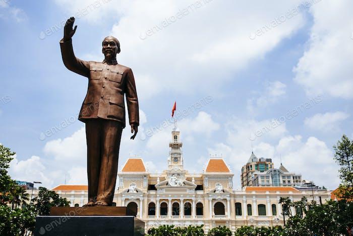 Statue von Ho Chi Minh in der Innenstadt von Saigon, Vietnam.