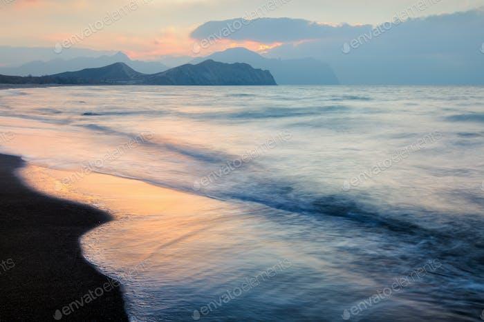 Paisaje marino pintoresco en el mar de belleza.