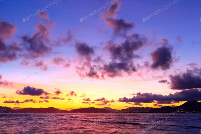Meerlandschaft mit Sonnenuntergang