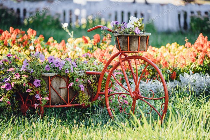 Decorative Retro Vintage Model Bicycle Equipped Basket Flowers G