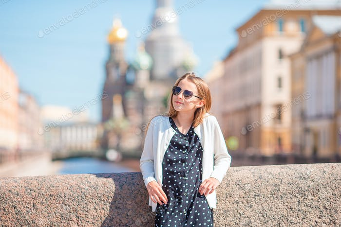 Niedliches Mädchen in Sankt Petersburg in Russland