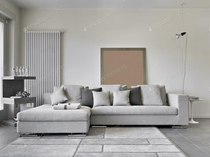 Moderna sala de estar interior con sofá