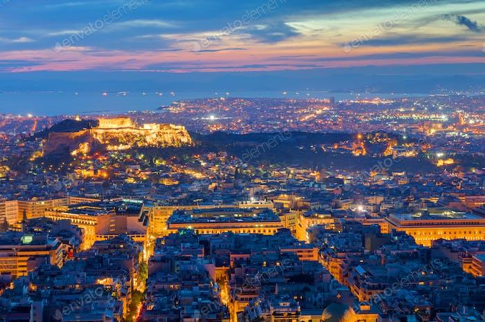 Blick über Athen bei Nacht