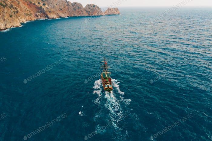Segelboot im Medeteranischen Meer