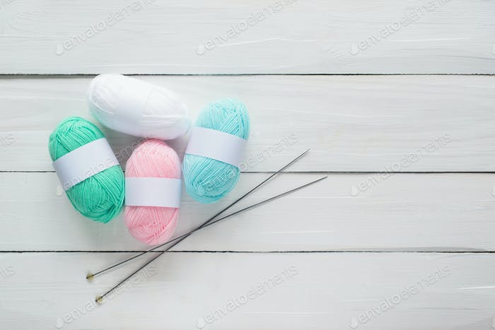 knitting balls and knitting needles