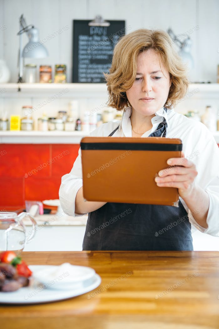 Confectioner using tablet