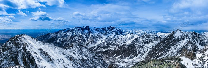 Hermoso Horizontal de montañas.
