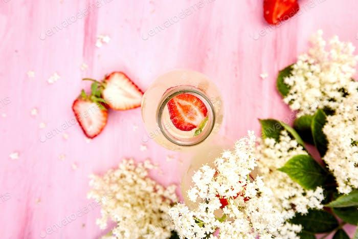 Kombucha tea with elderberry flower and strawberry