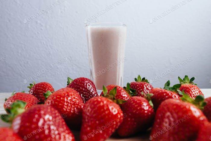 strawberry smoothie milkshake fresh blended