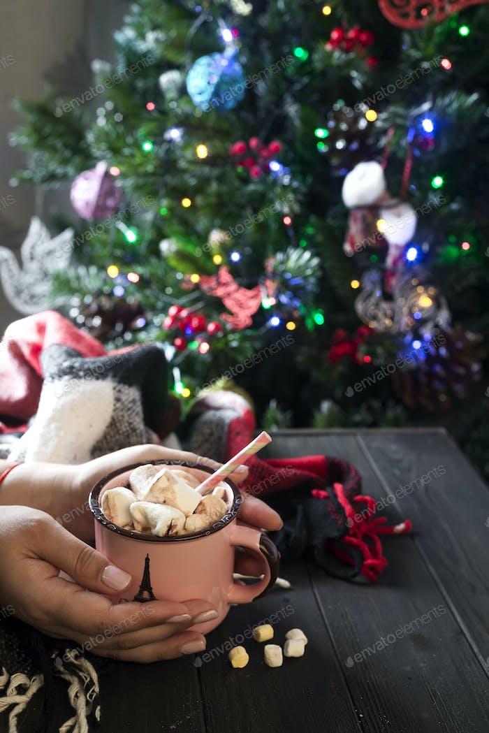 Emaille Tasse heißen Kakao mit Marshmallows