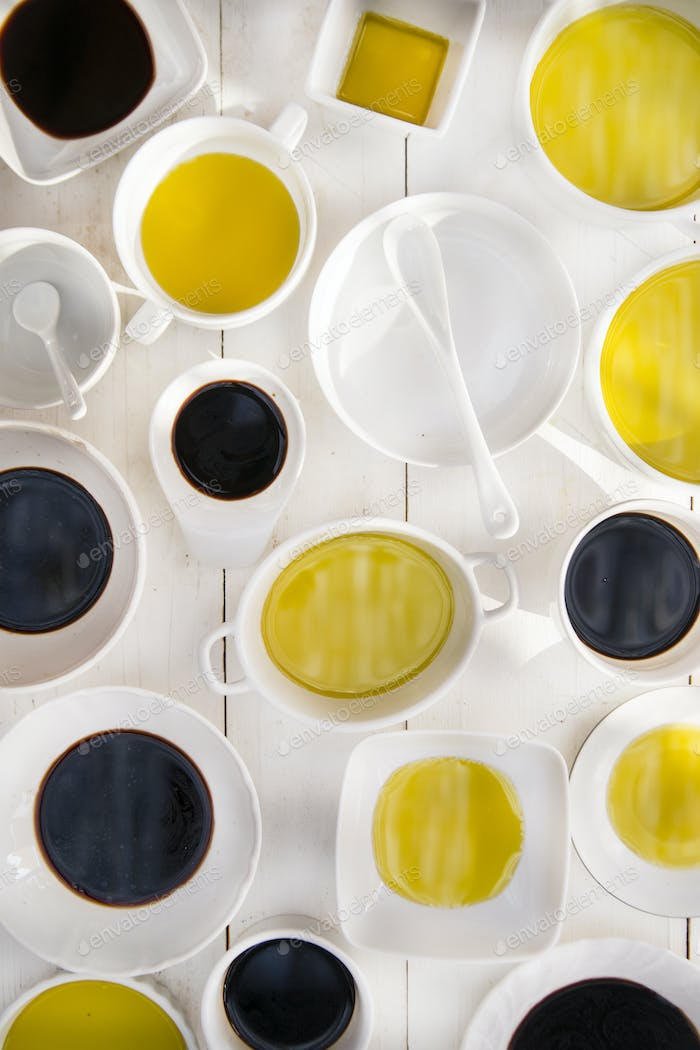 Pans with oil and vinegar
