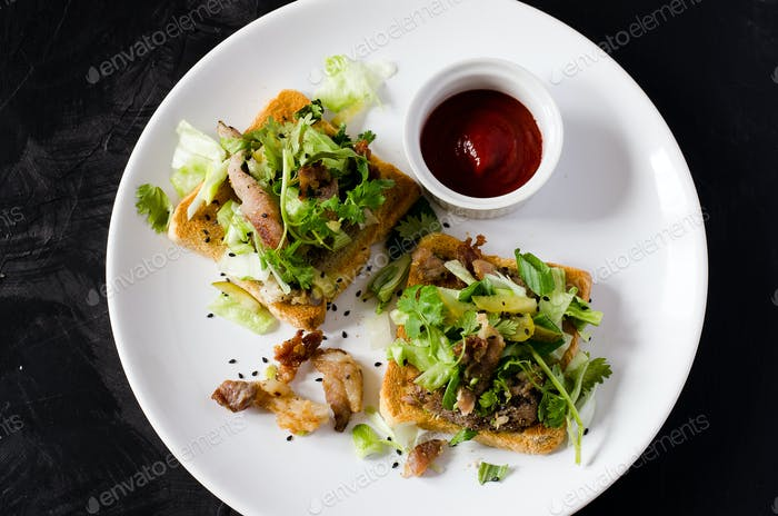 Toasts with grilled pork and vegetable