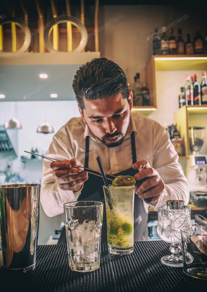 Barkeeper Dekoration Cocktail