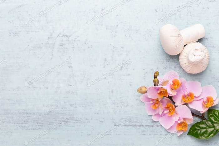 Цветы красоты орхидеи на винтажном фоне. Спа фон, спа-терапия, красота. Спа-процедуры.