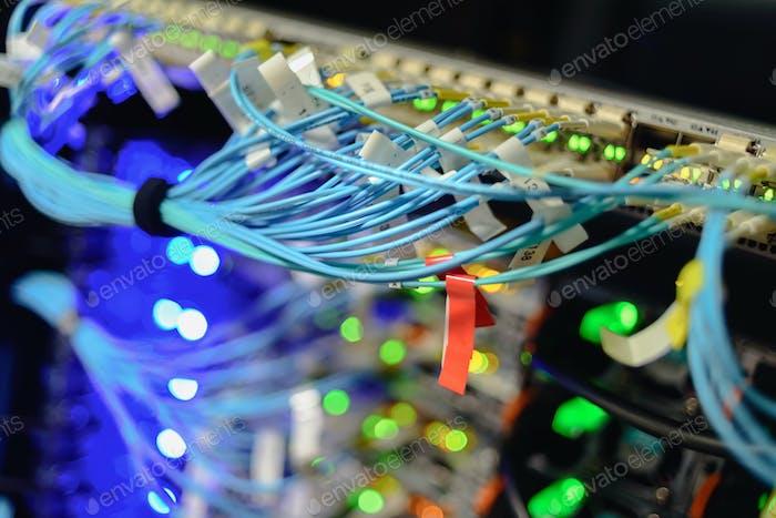Servidores en funcionamiento en el centro de datos