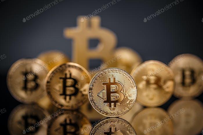 Muchos bitcoins de oro