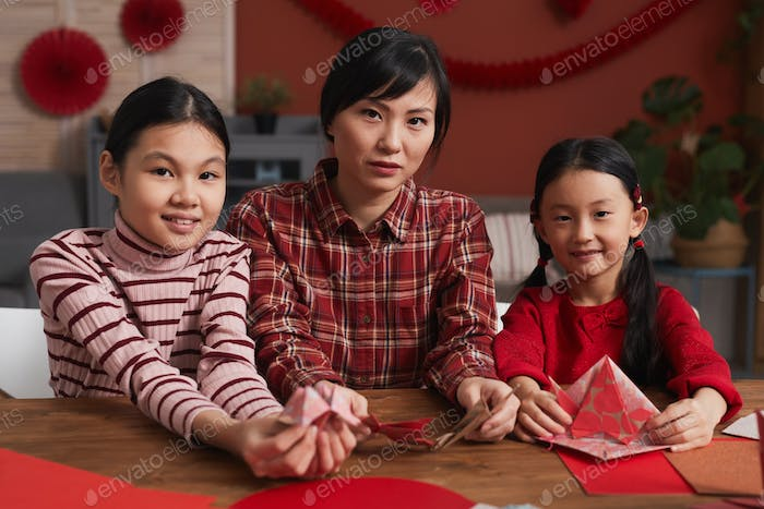 Creative Mother And Daughters