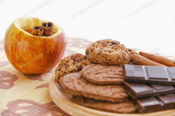 Apple tea and cookies