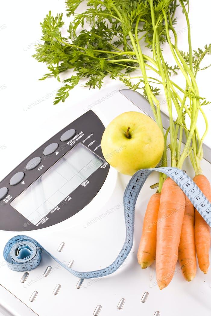 Karotten, Apfel und Messgegenstände