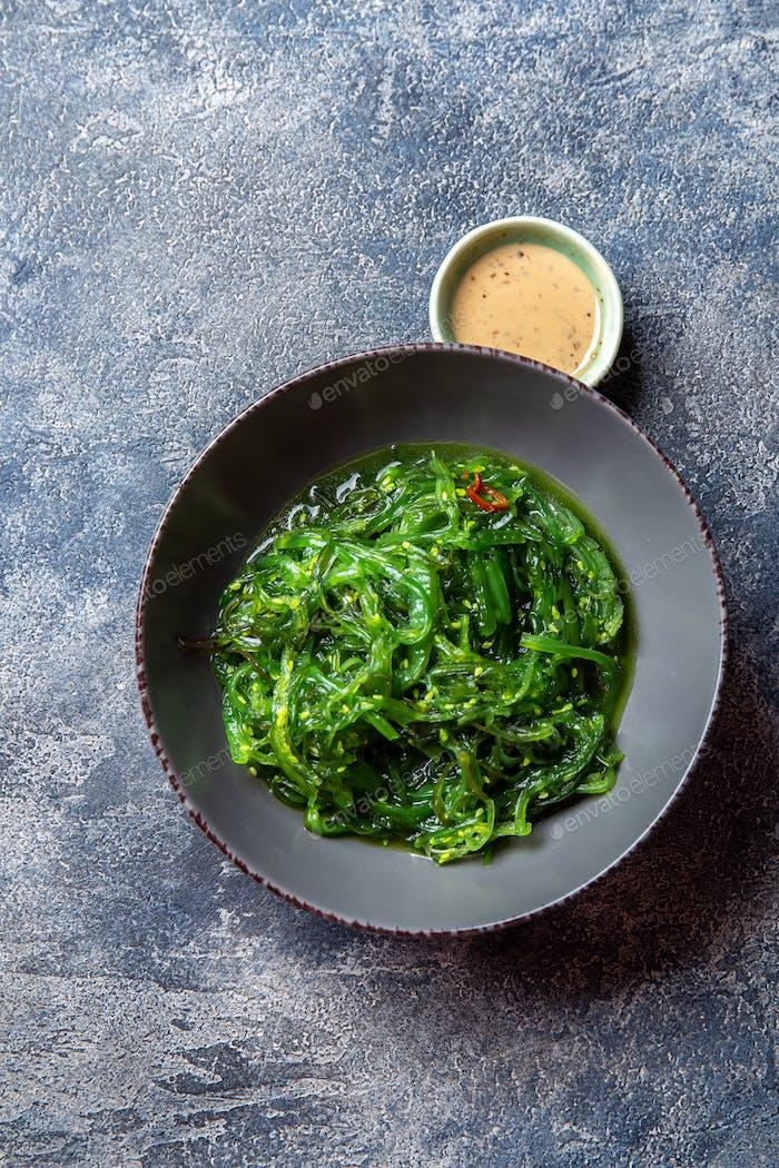 Chuka Wakame, Algen japanischer Salat mit Nuss-Sauce.