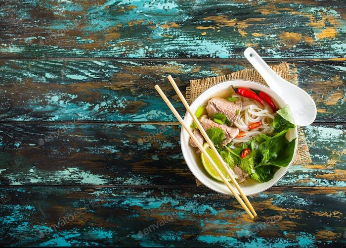 Vietnamesische Suppe pho