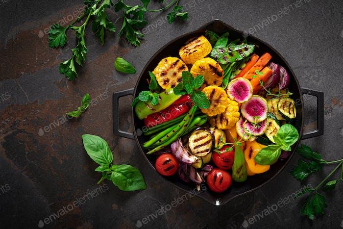 Gegrilltes Gemüse in der Pfanne, Draufsicht