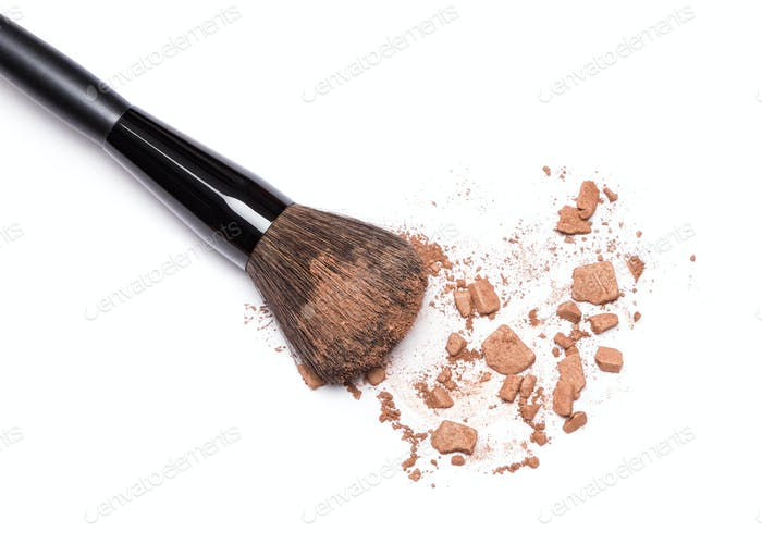 Crushed bronzing powder with makeup brush