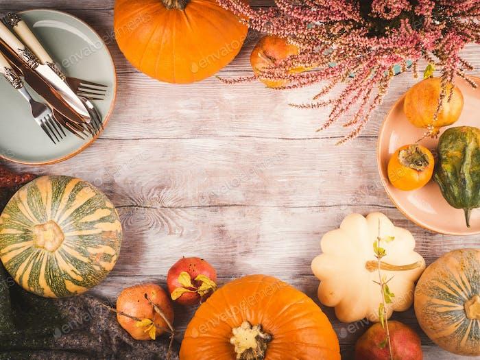 Thanksgiving Abendessen Hintergrund mit Kürbissen
