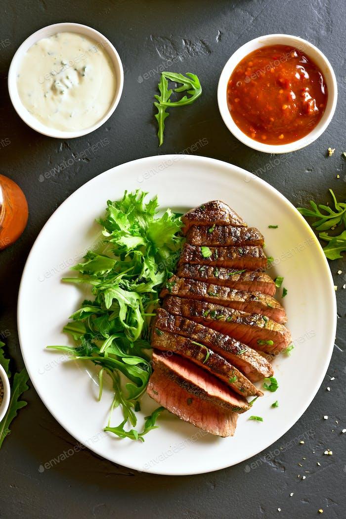 Saftiges Steak mittelseltenes Rindfleisch