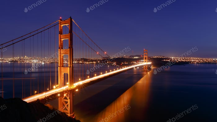 San Francisco Golden Gate Bridge and cityscape at night
