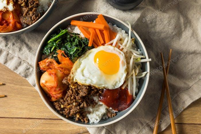 Würziger hausgemachter Koreanischer Bibimbap Reis