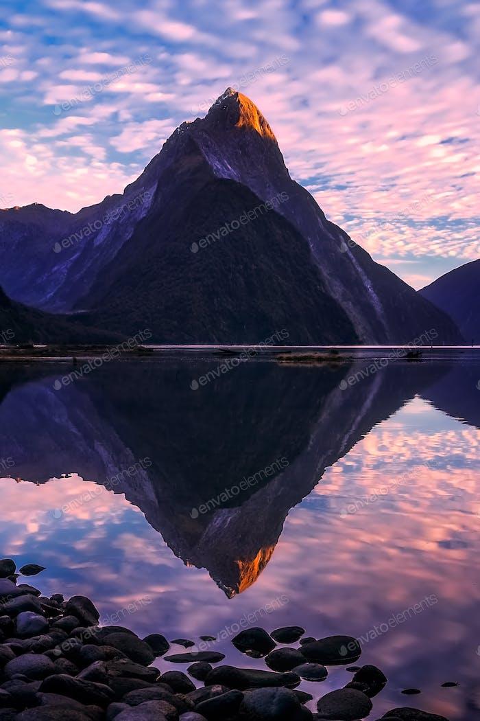Milford Sound in der Morgendämmerung