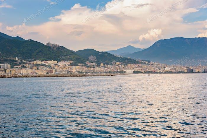 Salerno Stadt bei Sonnenuntergang