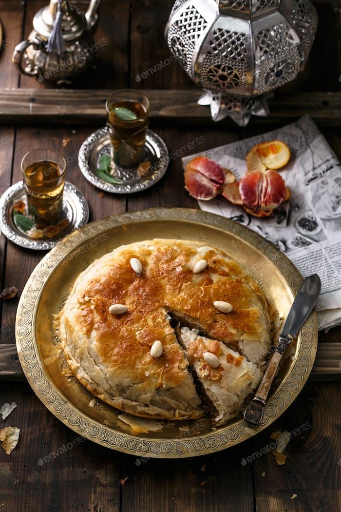 Naher Osten Kuchen mit Tee, traditioneller Stil