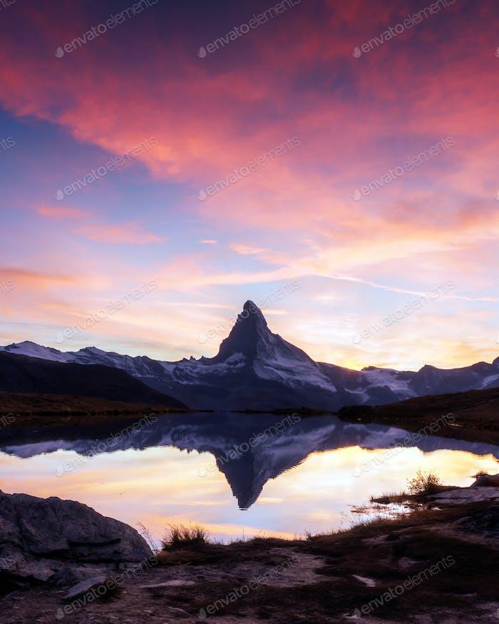 Matterhorn Gipfel am Stellisee See