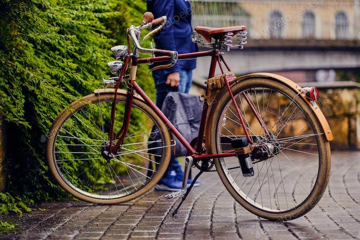 Retro Fahrrad in einem Park.