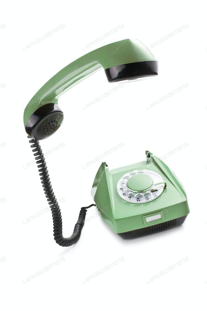 altes Telefon mit angehobenem Mobilteil