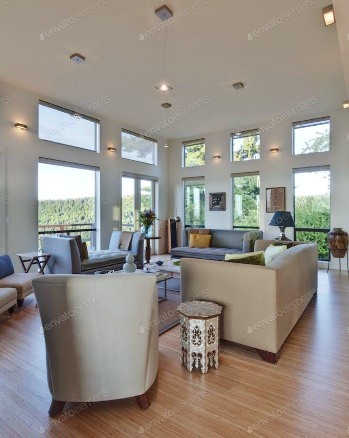 53015,Spacious Upscale Living Room