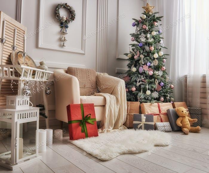 habitación decorada para Navidad