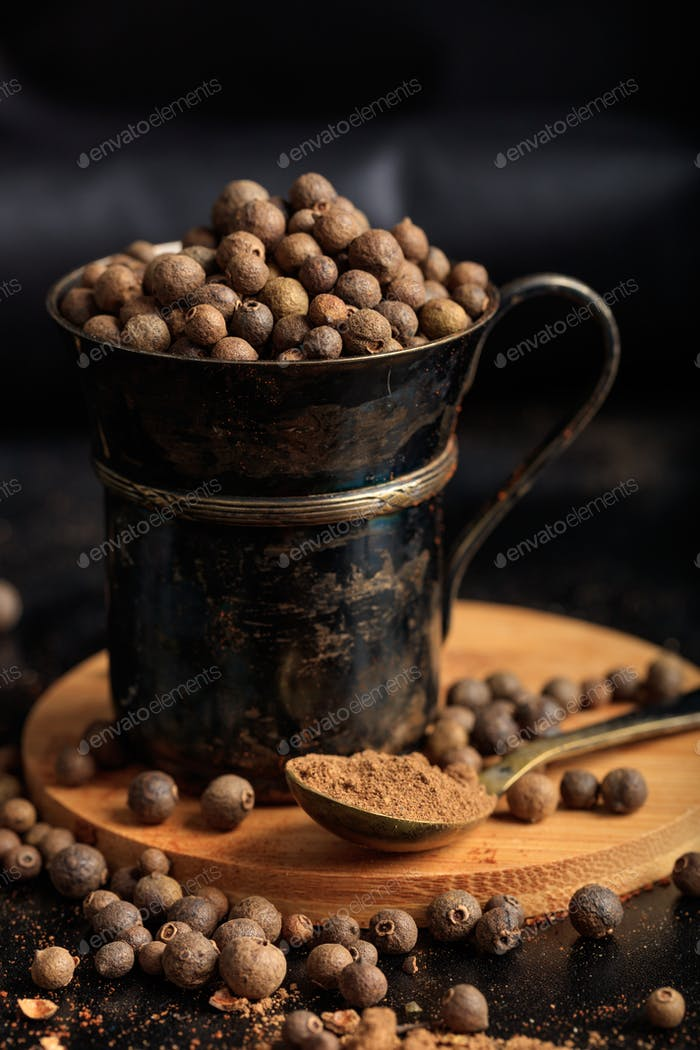 Spice seeds and powder