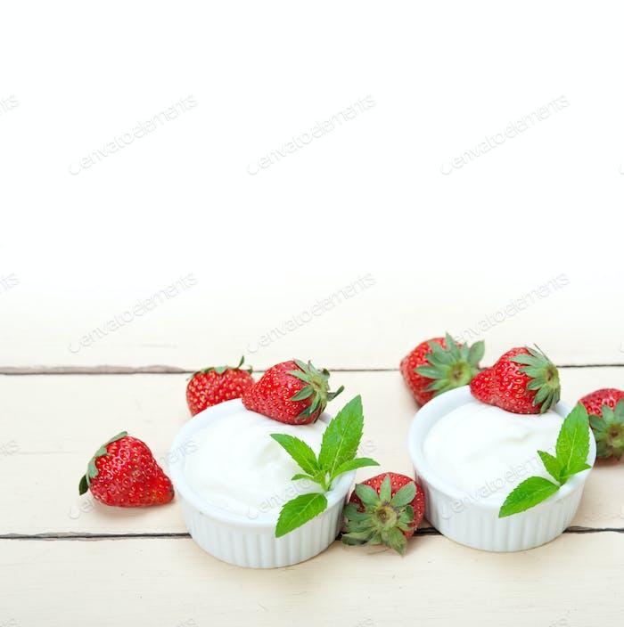 Bio-Griechischer Joghurt und Erdbeere