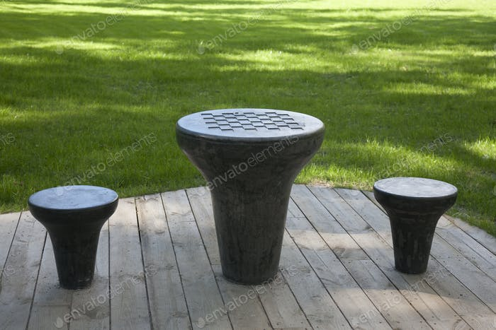 Шахматный стол в парке