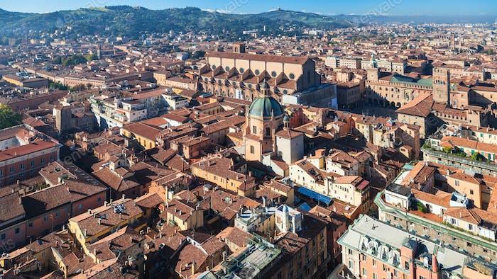 über Blick auf das historische Zentrum von Bologna Stadt