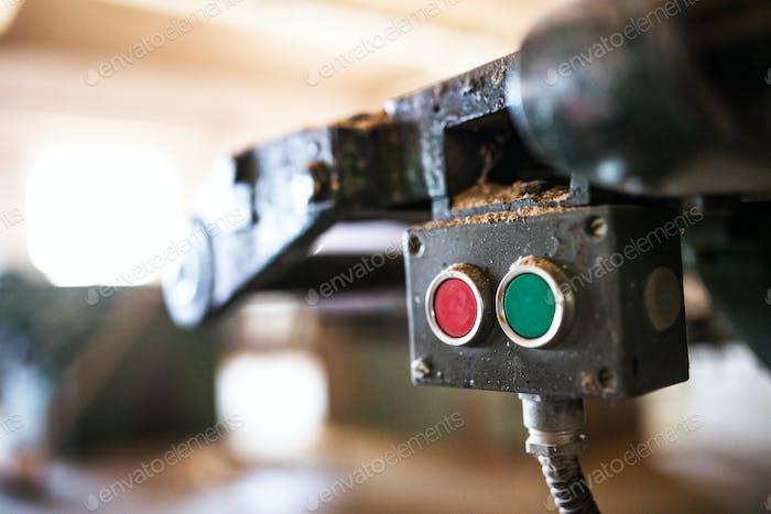 Maschinensteuerung in der Tischlerei.
