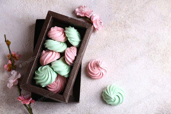 Bunte Baiser Cookies