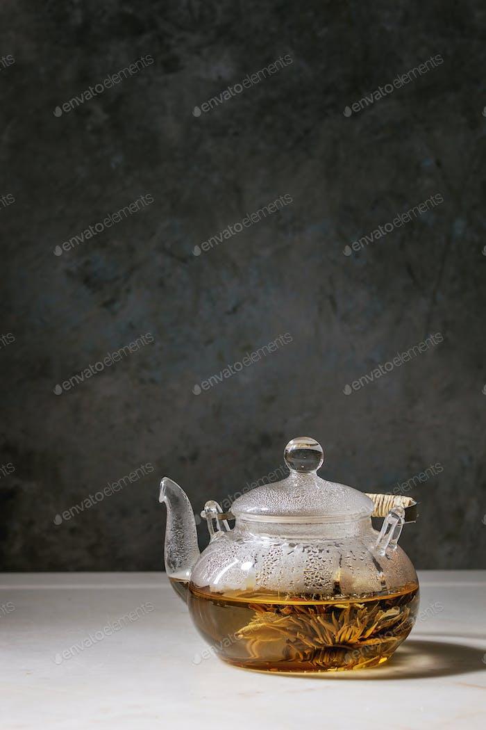 Heißer grüner Tee