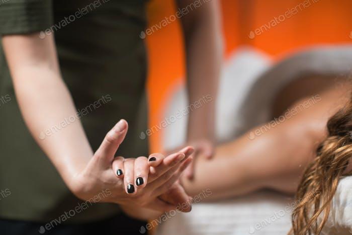 Armsport-Massage-Therapie