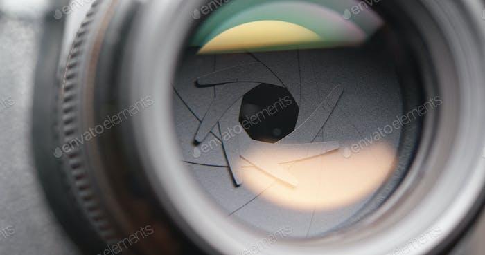 Adjusting aperture camera lens