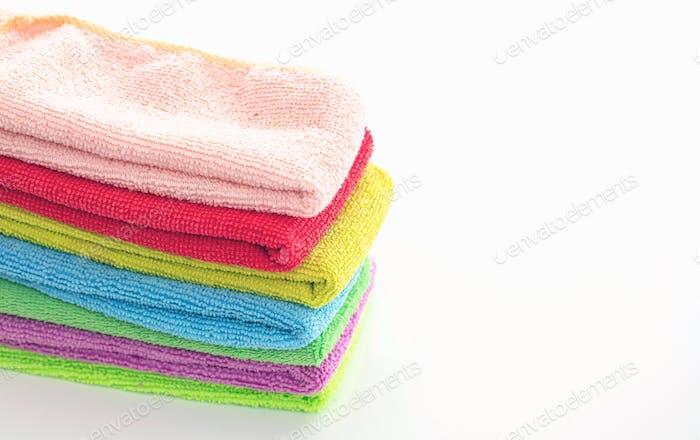 Reinigung Mikrofaser-Handtücher isoliert vor weißem Hintergrund,